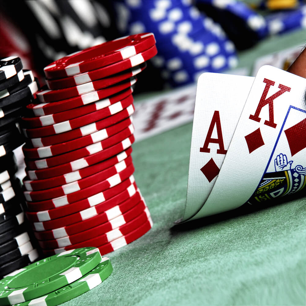 4 Differences Between Online & Land Based Gambling